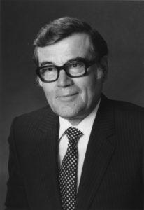 Generaldirektor iR. HR Dr. Albert Mair (*13. 09. 1921 in Telfes/Stubai) war von 1952 bis 1966 als Jurist der Agrarbehörde I. Instanz tätig, von 1958 bis 1966 als deren Leiter. 1967 übernahm er höchst erfolgreich die Tätigkeit als leitender Direktor der Landes-Hypothekenbank Tirol