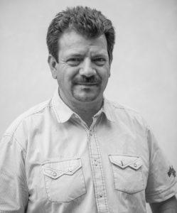 """Franz Haider, Jahrgang 1965, seit 2010 Obmann der Agrargemeinschaft Unterpettnau, findet in Pettnau im Kleinen einen Spiegel der landesweiten Verhältnisse im Großen: Im Oberdorf sind die Waldteile ein Eigentum der Waldbesitzer, im Unterdorf ist das Eigentum der Agrargemeinschaft heute aufgehoben – das Sagen soll die Ortsgemeinde haben. Obmann Franz Haider: """"Was mit den Agrargemeinschaften seit 2008 gemacht wird, ist offenkundig ein Unrecht!"""""""