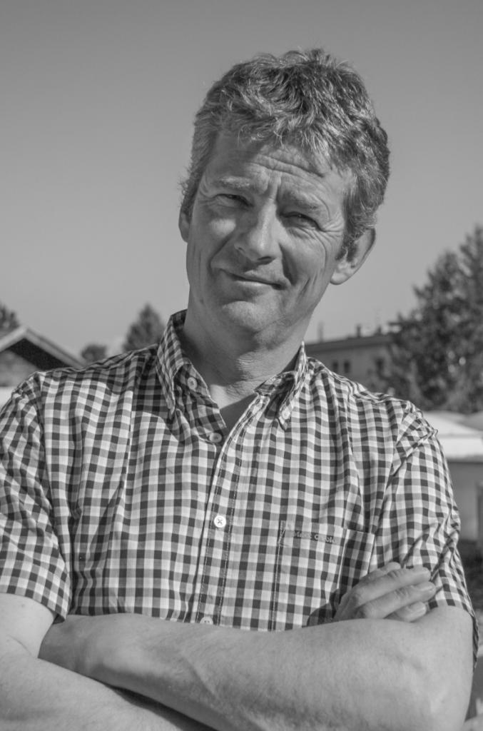 """So sehen Sieger aus! Markus Pirpamer, Jahrgang 1965, ist Eigentümer des Weinhofes in Vent und seit 2005 Obmann der Agrargemeinschaft Vent. Obwohl die Agrarbehörde bereits im Jahr 1979 rechtskräftig entschieden hat, dass die """"Fraktion Altgemeinde Vent"""" eine Nachbarschaft war, stellte die Agrarbehörde im März 2010 ein """"atypisches Fraktionsgut"""" fest; der Landesagrarsenat bestätigte diese Entscheidung im August 2010. Erst das Machtwort des Verwaltungsgerichtshofs vom Oktober 2011 verpflichtete die Tiroler Agrarbehörde, die rechtskräftige Entscheidung des Jahres 1979 auch weiterhin anzuerkennen. Agrargemeinschaft Vent ist so vom Substanzanspruch der Ortsgemeinde Sölden verschont geblieben!"""